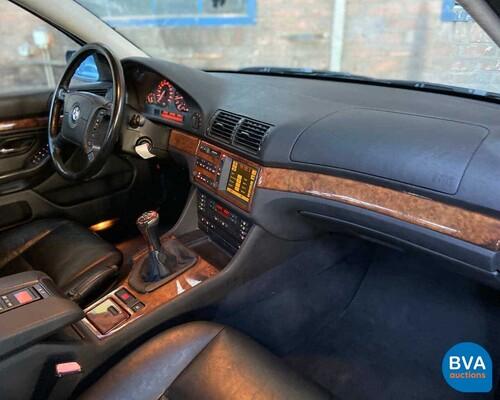 BMW 540i E39 4.4 V8 286pk -Handgeschakeld- 1999, 75-XV-DJ