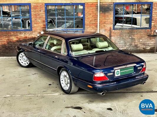 Daimler Super V8 4.0L 363pk 2001 -Org. NL-, 82-GS-NJ